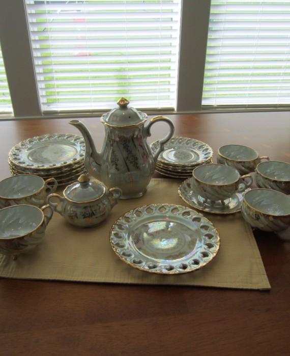 Kudo Gold Filigree Floral Lustre Iridescent Coffee Tea
