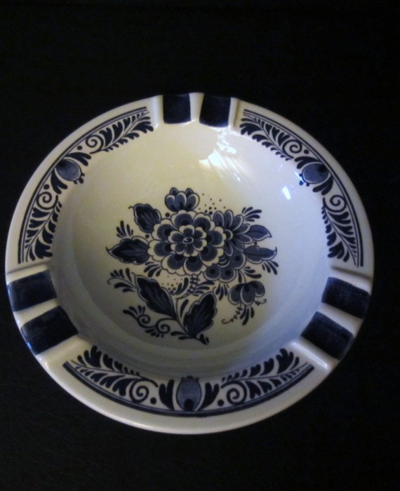 Blauw Delft Distal Holland Floral Hand Painted Ashtray