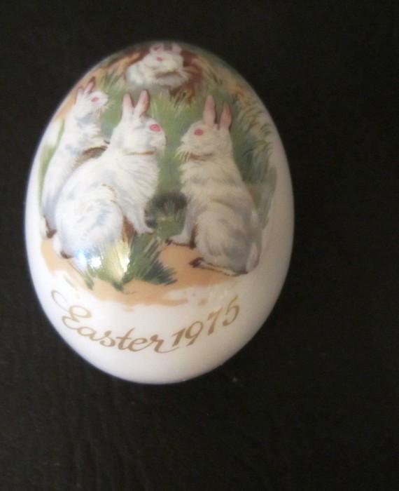 German Royal Bayreuth Easter 1975 Four White Rabbits Egg