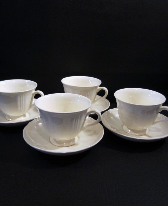 Wedgwood Etruria Barlaston Queens Shape Off White Cups & Saucers